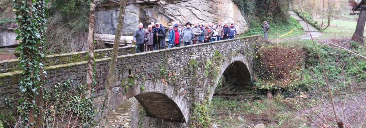 El pont es per passar la Riera de Rupit venint de Rupit i pujar a Santa Magdalena